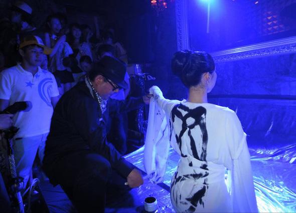"in ""Velours"" June 26th  Dancer: Rie Takekuma Music: Baliasi"